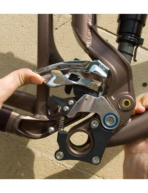 When the shock is compressed the front mech moves