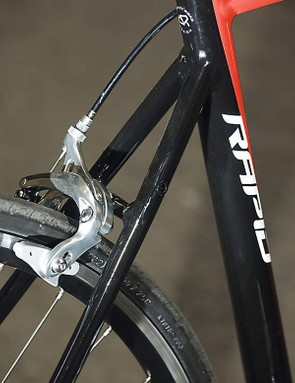 The dual-pivot calliper brakes are confidence-inspiringly good
