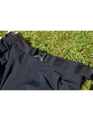 Waist buckle for secure fitting