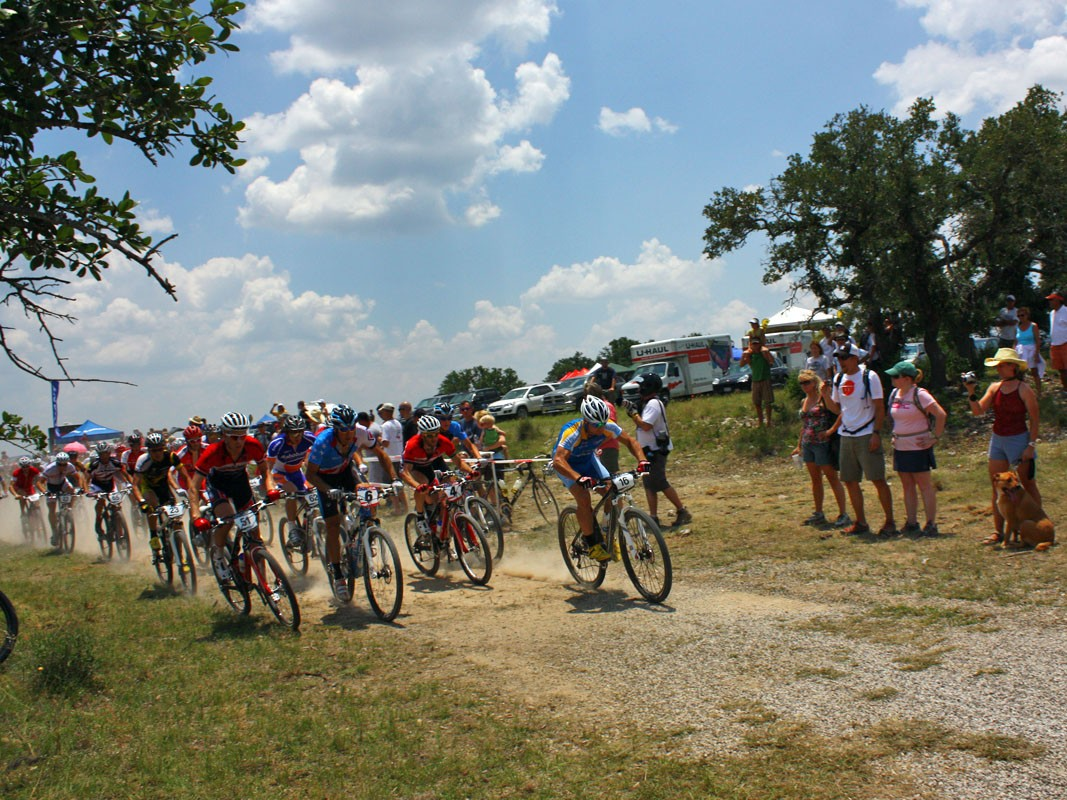 The pro women started out at an unusually conservative pace to avoid blowing up on account of the heat. Apparently no one gave the memo to the men, though, as 23 riders – more than a third – pulled out of the race