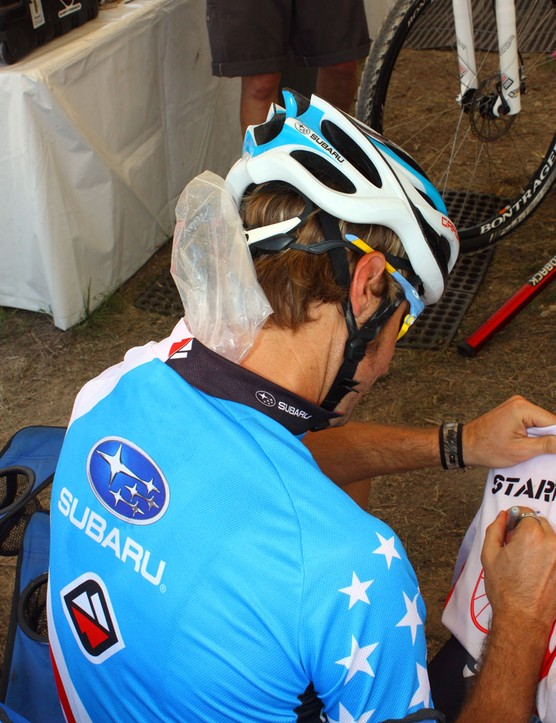 Jeremy Horgan-Kobelski (Subaru-Gary Fisher) stuffed ice bags down the back of his jersey to keep himself cool before the start