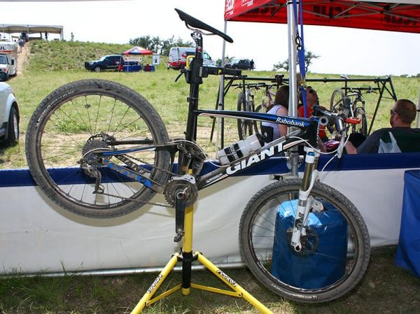 Adam Craig (Rabobank-Giant Off-Road Team) tackled the bumpy Mellow Johnny's Classic on this Giant Anthem Advanced SL