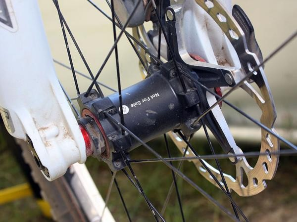 Shimano haven't yet announced a 15mm through-axle version of their XTR front wheel but it looks like it's coming soon