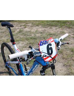 Jeremy Horgan-Kobelski (Subaru-Gary Fisher) uses a 630mm-wide carbon riser bar from team sponsor Bontrager.