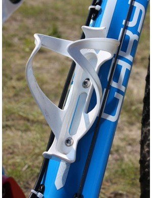 A single Bontrager Race Lite bottle cage is fitted with T25 titanium Torx bolts - not for weight-saving but rather to cut down on the number of tools required when servicing the bike.