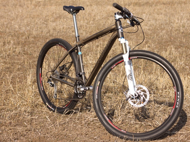We wish Kona had used the 100mm F29RL fork, but gladly accept the 15QR through-axle