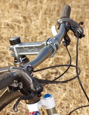 Kona's extra wide 710mm Deluxe Energy bar fixed to the stout XC/BC Deluxe stem