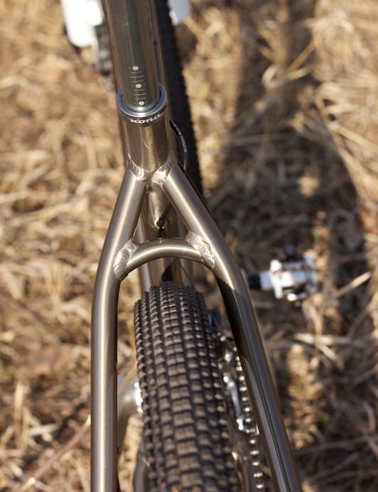 The King Kahuna frame has good tyre clearance with a 2.1in Kenda Small Block Eight tyre