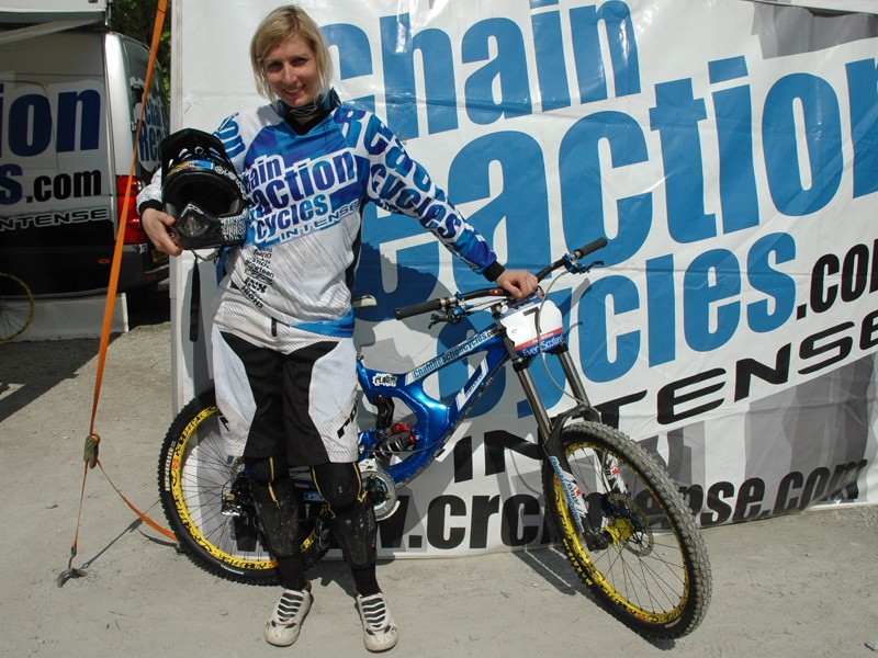 ChainReactionCycles - Intense's Claire Buchar with her prototype M9 downhill bike