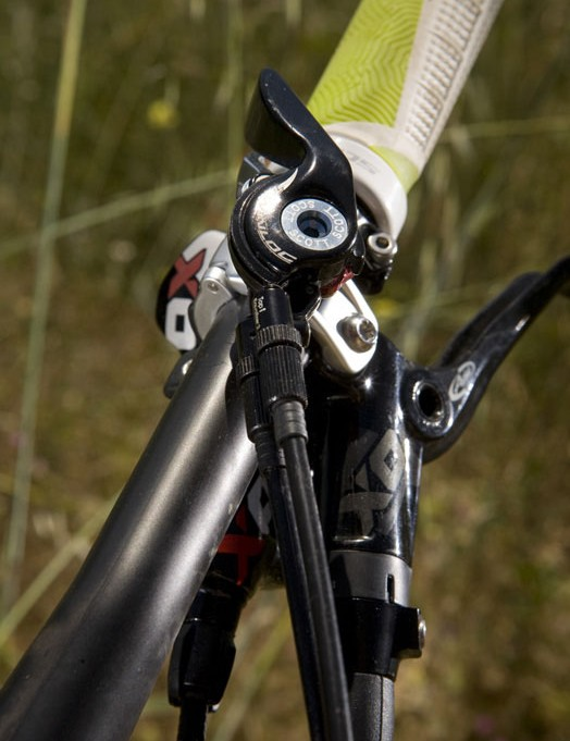 The LT uses the same Twinloc lever as the Genius to adjust rear wheel travel between 185, 110 and 0mm