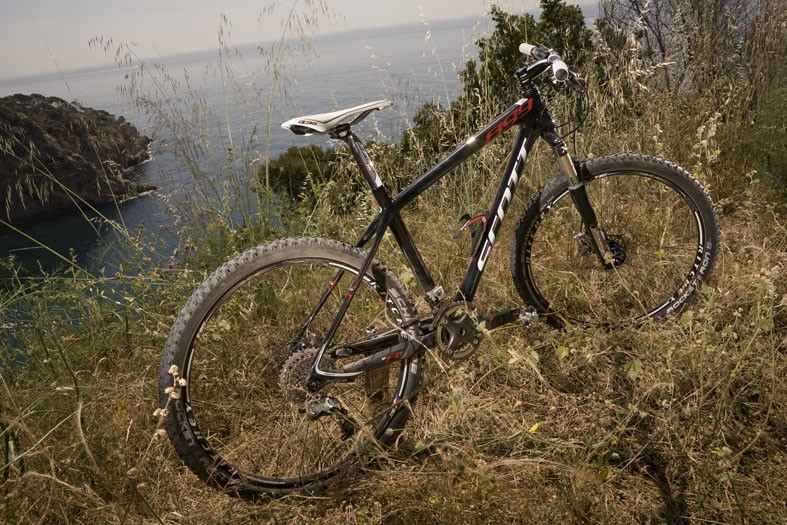 899g frame weight and stiffer than ever before: The 2011 Scott Scale 899