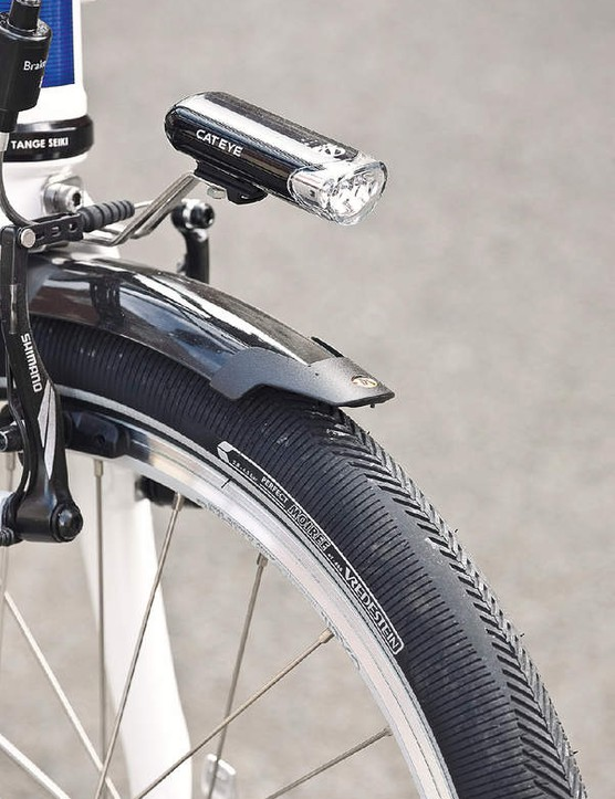 The stem and seatpost, pedals and handlebars can be folded up in one simple movement, making the Adaptor compact enough to take with you in a car boot or train