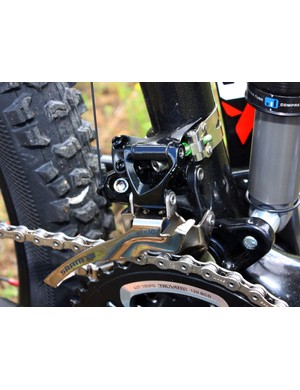 The new X.0 'family' finally includes a correspondingly high-end front derailleur, which is a close cousin to XX in design and features – not to mention much lighter and sleeker looking than older offerings