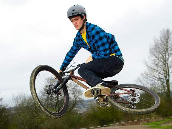 The P2 feels instantly at home at a pump track or on dirt jumps