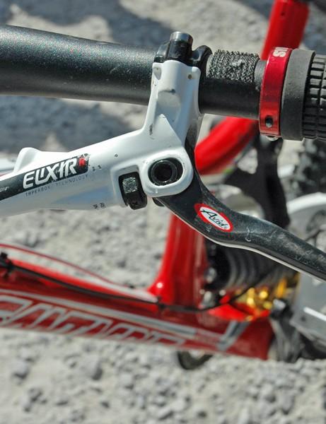 Greg runs Avid Elixir brake levers and Lizard Skins Peaty lock-on grips