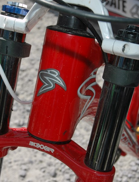 Like his team-mate Steve Peat, Greg bucks the current trend for ultra-low bars