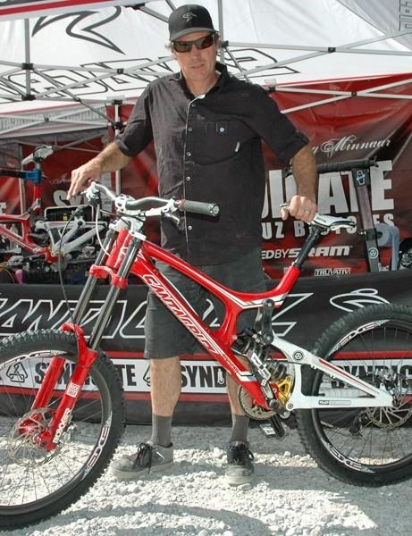 Greg's mechanic Doug Hatfield with his Fort William race bike
