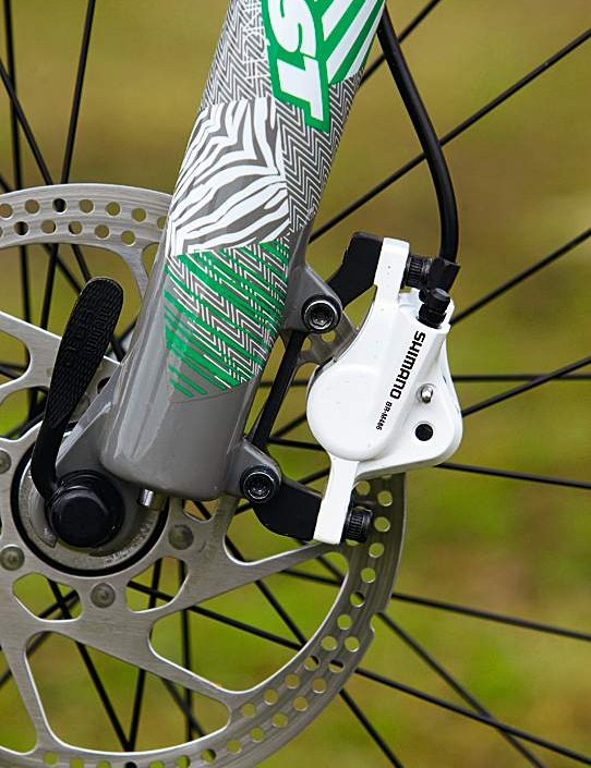 Shimano hydraulic disc brakes gain extra stopping control with an upsized 180mm front rotor