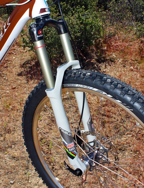 Schnell used RockShox's latest Revelation World Cup fork with a tapered carbon fibre crown/steerer, 150mm of travel, and weighing just 1,489g (3.28lb)