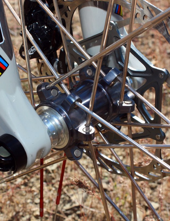 The unique CrankBrothers Cobalt front hub anchors extra-long aluminium nipples