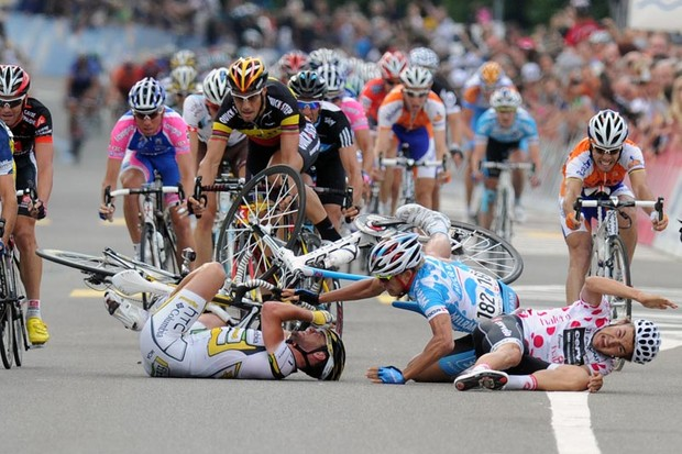 British Mark Cavendish (L), German Gerald Ciolek (2ndL), German Heinrich Haussler (C) and French Loyd Mondory (R) crash during the sprint near the finish line on the four stage Schawarzenburg - Wettingen of the Tour de Suisse