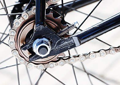 you can fl ip the rear wheel in the horizontal dropouts and run it on the 17-tooth fi xed sprocket on the other side