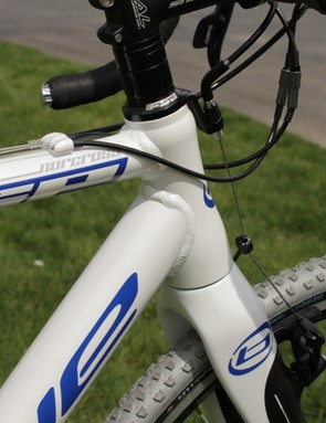 Despite its reasonable price the SP features a tapered head tube and tapered full carbon fork