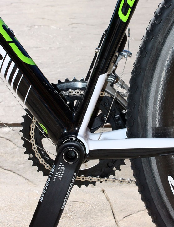 The BB30 bottom bracket shell is anchored by a gargantuan down tube and an ovalised seat tube