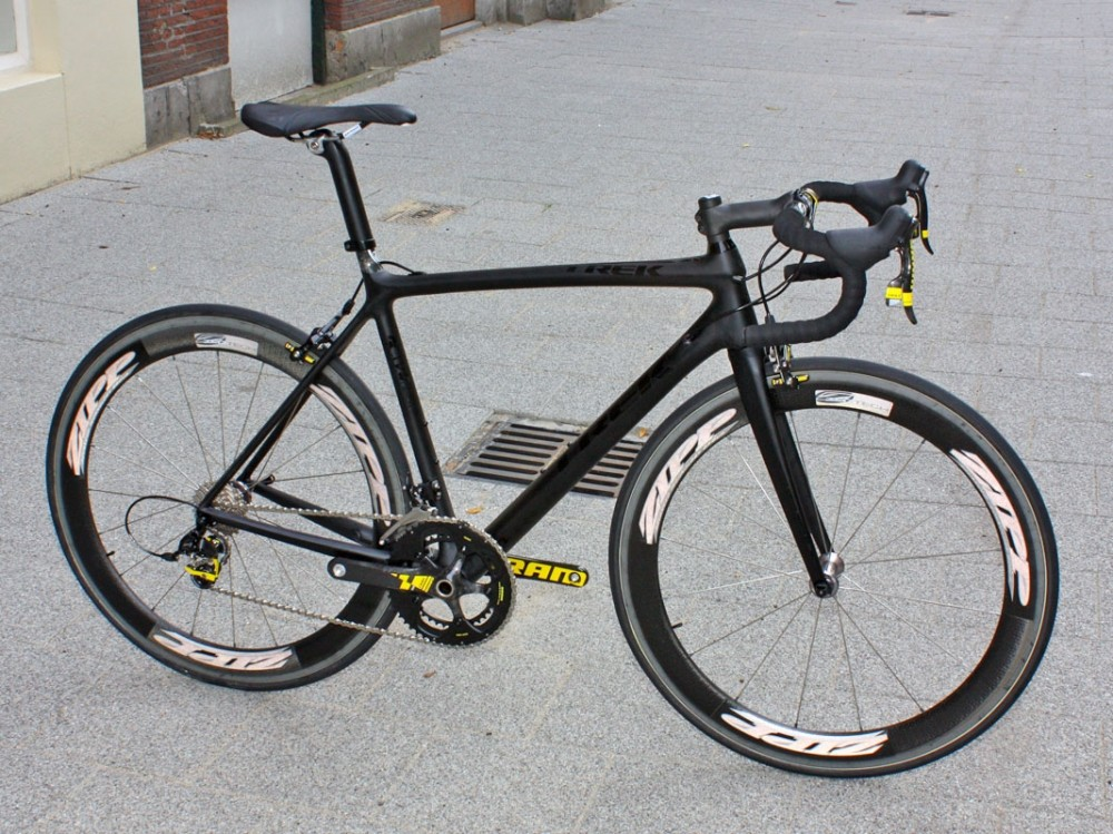 Bolting the SRAM Red LTE group on an all-black bike definitely makes for a striking aesthetic