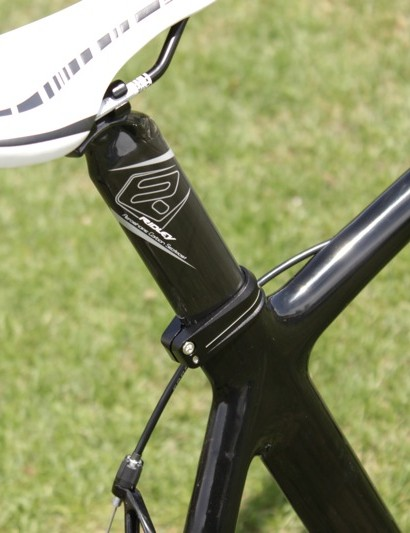 The Noah RS has a regular aero seat post instead of an integrated mast