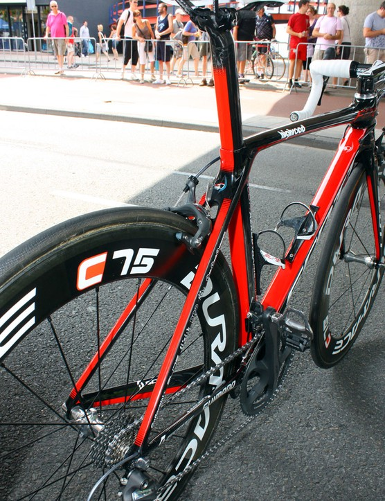 Unlike many aero machines, the rear end sports rather sizeable stays, which suggests good drivetrain rigidity