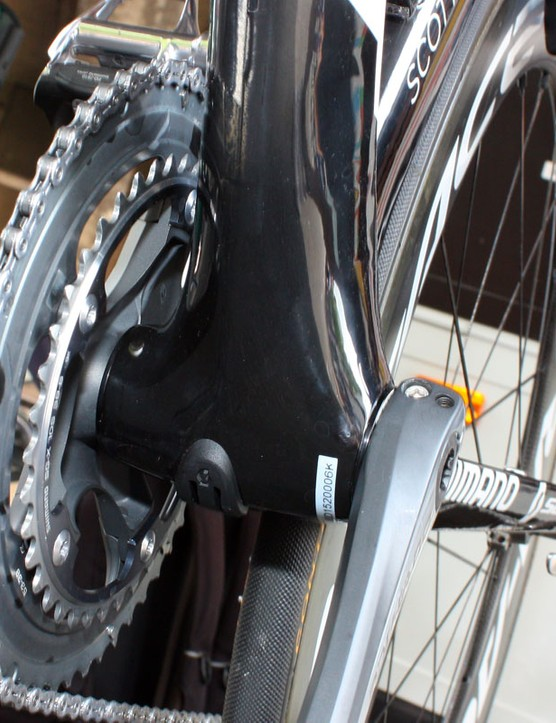 Unlike on the current Addict SL, Scott take full advantage of the press-fit bottom bracket bearing cups with the more dramatically flared down tube and more widely spaced chainstays
