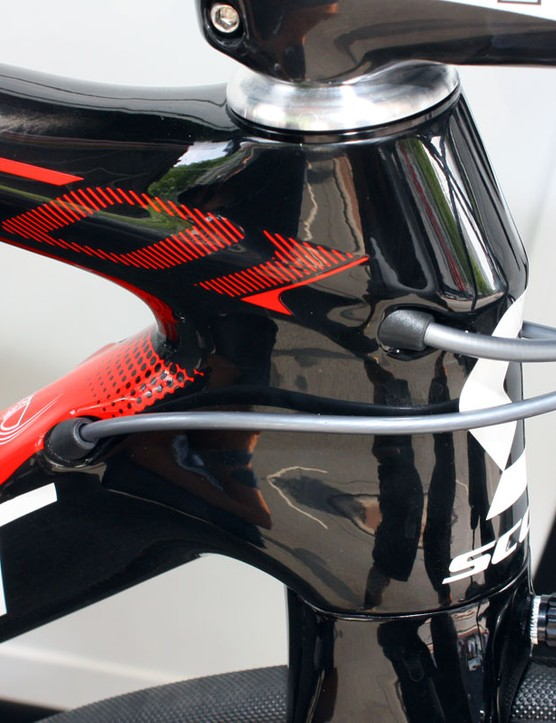 Cables are plugged neatly into the head tube area for a cleaner appearance