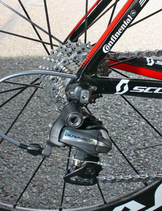 A replaceable hanger is secured to the carbon dropout