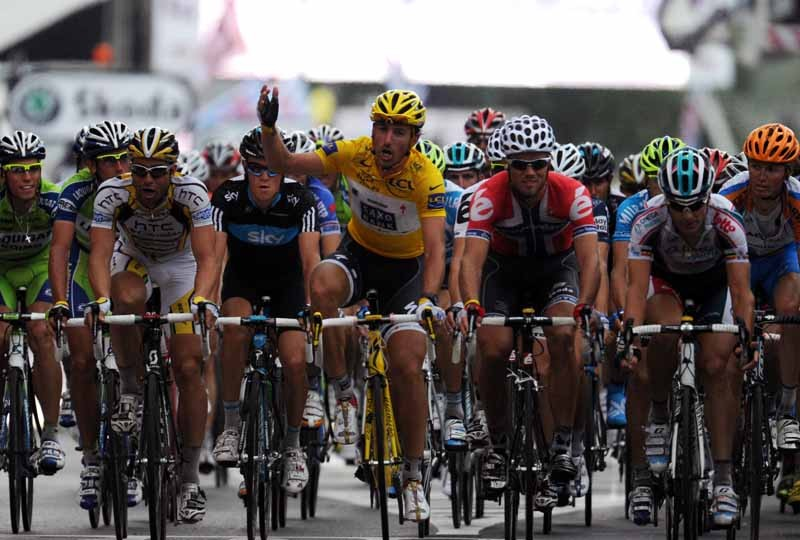 Cancellara leads the peloton into the finish of stage 2 at a rather pedestrian pace