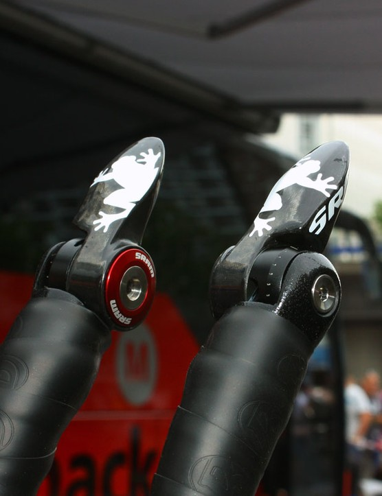 Armstrong's Zipp VukaR2C shifters are decorated with a pair of SRAM's frog icons
