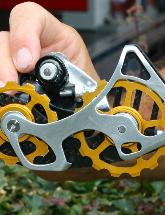 This is essentially what's hiding beneath that massive rear derailleur cage – an oversized 13T upper pulley and a 15T lower one. The thinking is that it reduces drivetrain friction and it's an idea that's gaining popularity in the peloton. SRAM are currently evaluating the concept for production
