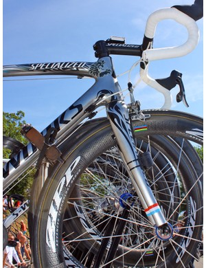 The giant 1-1/8 to 1-1/2in tapered front end leaves lots of design room on Andy Schleck's custom painted bike