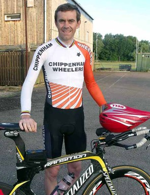 Jeff looking chipper outside the Biggleswade Rugby Club at 5.40am