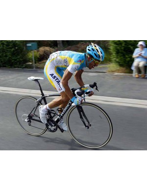 Alberto Contador rode the last 30km with a buckled wheel