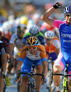 Julian Dean (C) hopes to emerge from Alessandro Petacchi's shadow and win a sprint