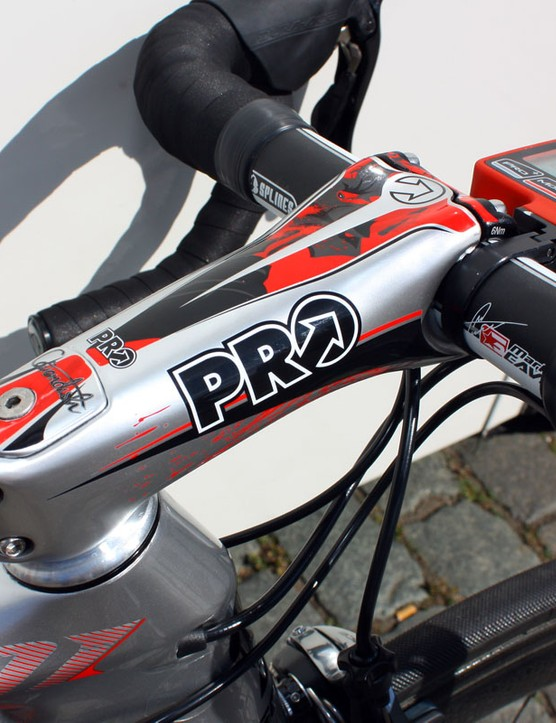 Cavendish's own PRO signature series stem was installed for Stages 2 and 3 but was swapped out for the older block-style model for Stage 4.