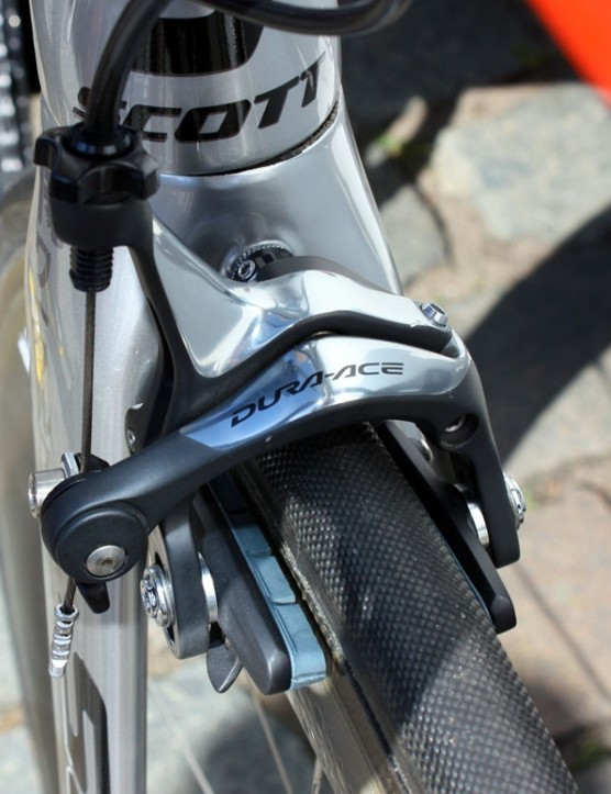 Cav's Shimano Dura-Ace brake calipers are fitted with the company's latest carbon-specific pad compound.