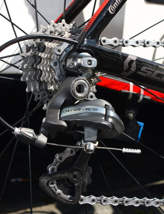 The Shimano Dura-Ace rear derailleur is modified with BBB pulleys - presumably with ceramic bearings inside.