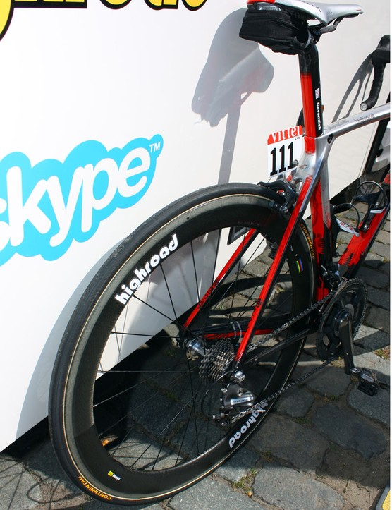 HTC-Columbia has a variety of wheels (both make and model) available to use but here Cavendish's bike features Zipp 404 rims.