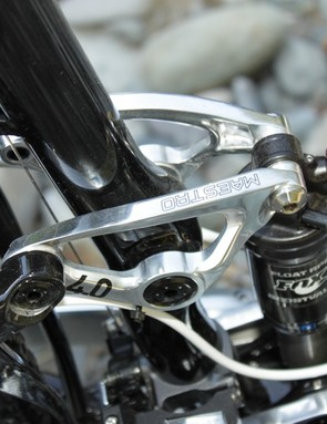 The 2011 bikes use a distinct two-piece rocker linkage, which Giant found to be as stiff, yet considerably lighter than the bolted version from 2010
