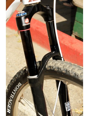 The BlackBox stanchions are very slick; pushing on the fork produced an ultra-buttery action