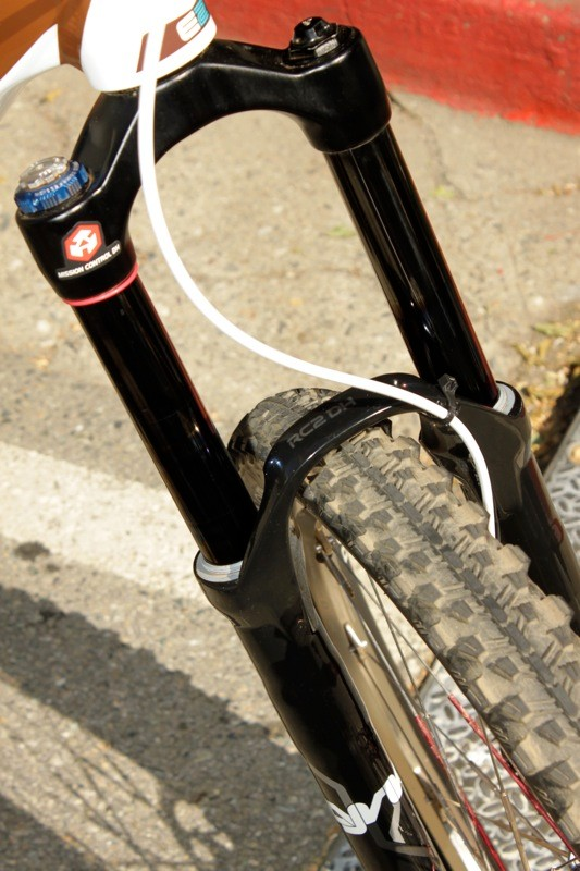 Schnell's Lyric sported a Motion Control DH damper, which offers high and low speed compression control, but lacks a pedaling platform