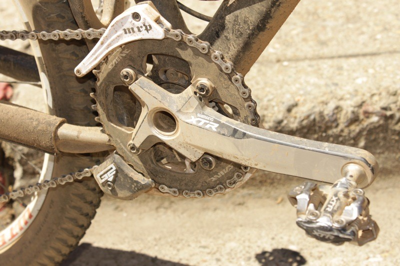 Weir equipped his bike with a single 40-tooth Shimano Saint chainring and MRP G2 chain guide