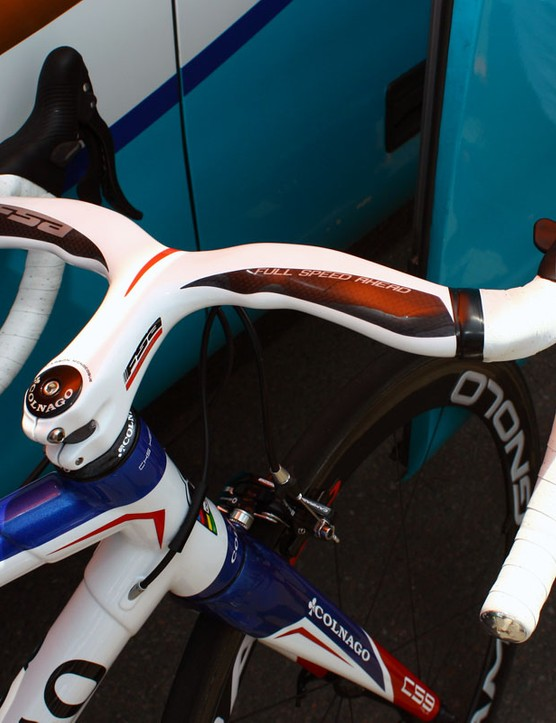Voeckler leaves the tops of his FSA Plasma integrated bars untaped